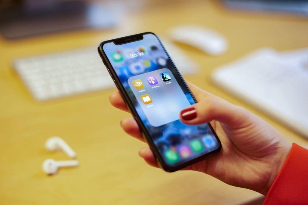 Die meisten Podcast-Hörer konsumieren die Audiobeiträge über ihr Smartphone