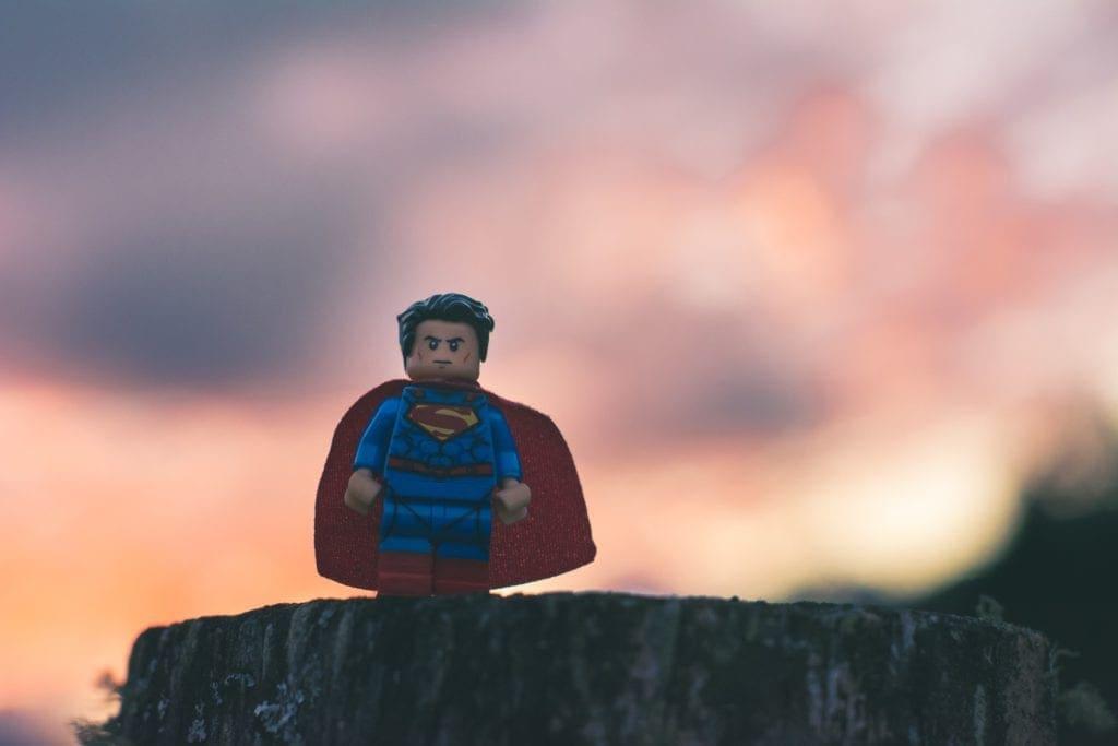 Die handelnde Person im Storytelling ist immer der Held, der einen Konflikt lösen muss, um ans Ziel zu gelangen.